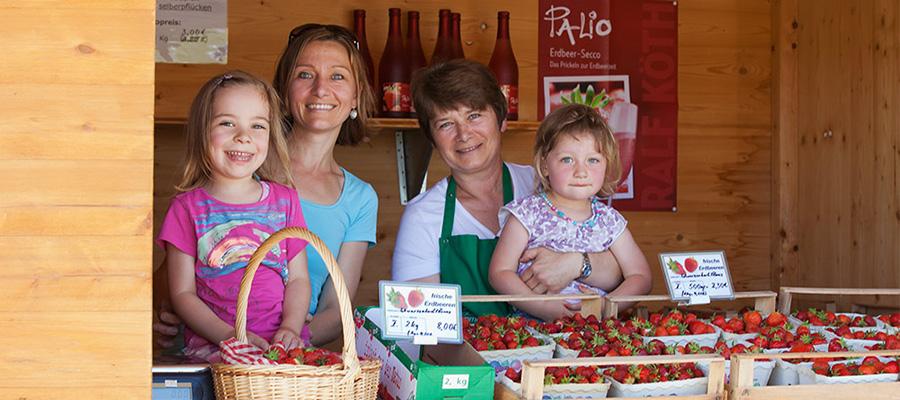 Wir freuen uns, da nun alle Verkaufsstände geöffnet sind. Kommen Sie vorbei und freuen Sie sich auf unsere frischen Erdbeeren.